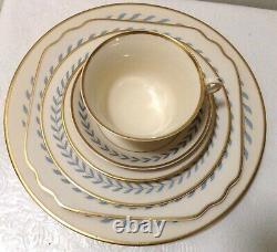 4 Sets Of 6 Syracuse China SHERWOOD DINNER PLATES Blue Laurel Wreath Ivory 10
