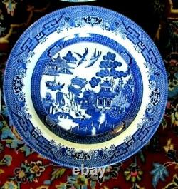 Set of 8 Churchill Blue Willow Dinner Plates 10 1/4 Excellent Made in England